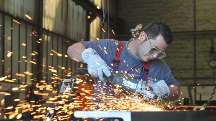 Employees during welding work on a vehicle