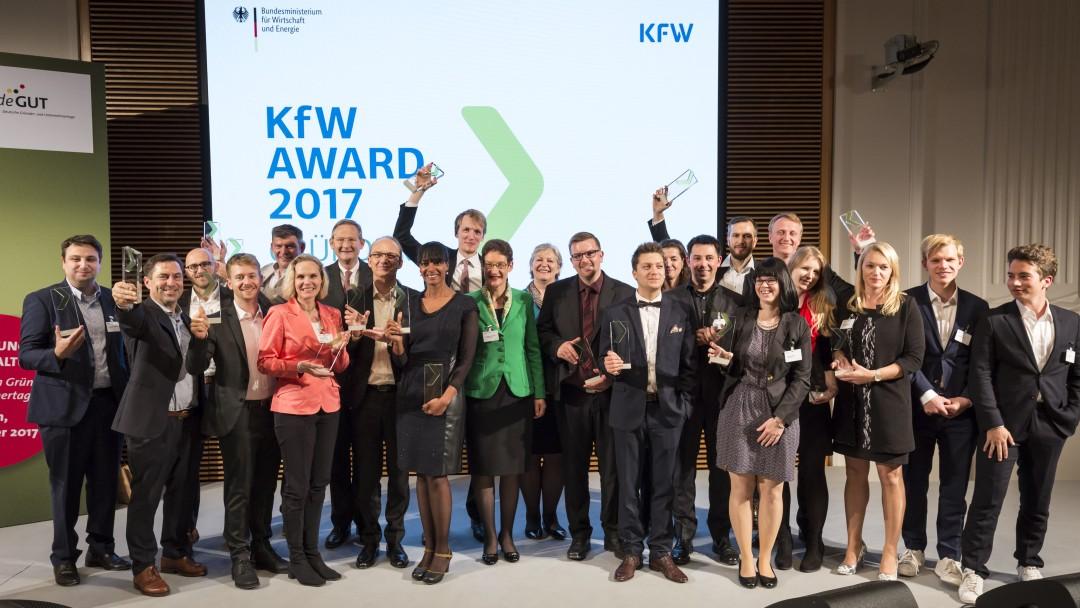 Deutsche Gründer- und Unternehmertage, Prämierung KfW Award GründerChampions 2017, Gruppenfoto fotografiert am 12.10.2017 im Bundesministerium für Wirtschaft und Energie in Berlin