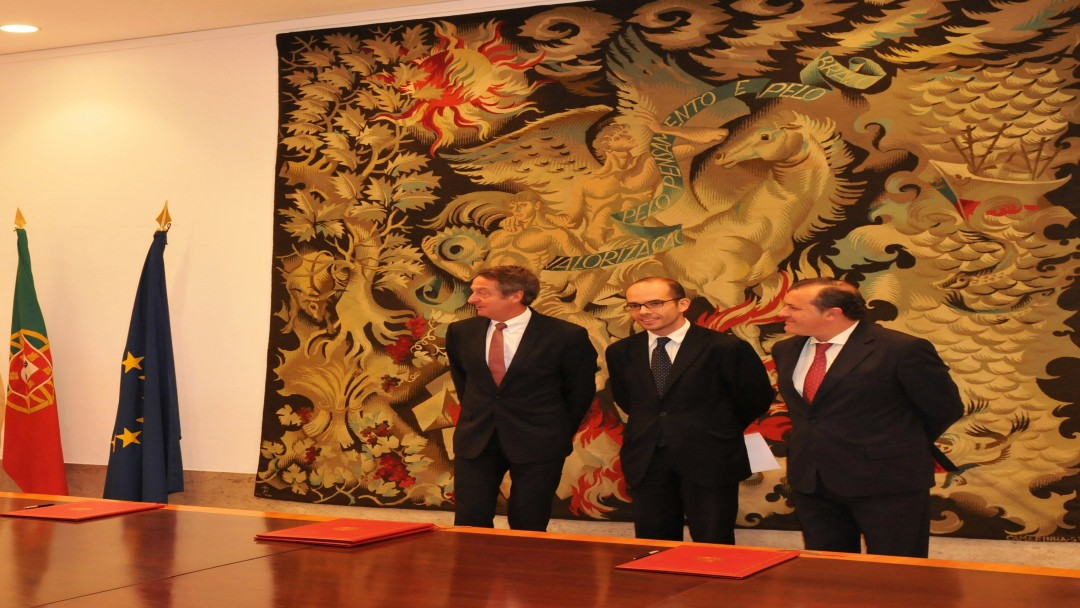 Source:Governo de Portugal - f..l.: Dr Ulrich Schröder (CEO of KfW Group), Manuel Luis Rodrigues (State Secretary of Finance) and Leonardo Mathias (State Secretary of Economics )