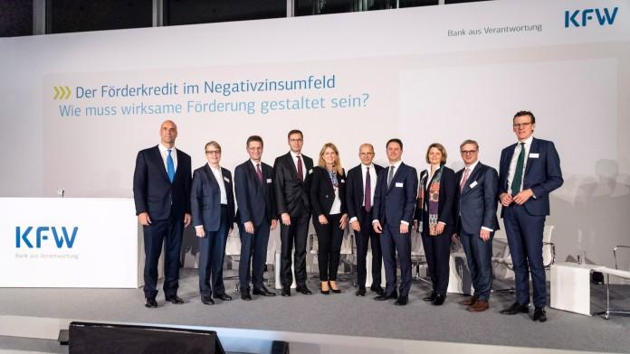 Diskussionsteilnehmerinnen und -teilnehmer der Bankentagung 2019