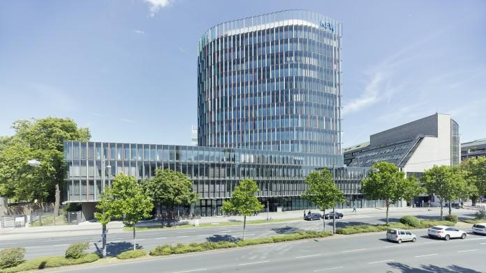 Blick auf das KfW IPEX-Gebäude der Niederlassung Frankfurt im Juli 2014