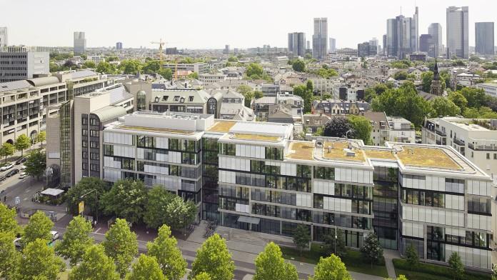 Blick auf die Südarkade der KfW Niederlassung in Frankfurt, im Juli 2014, Deutschland