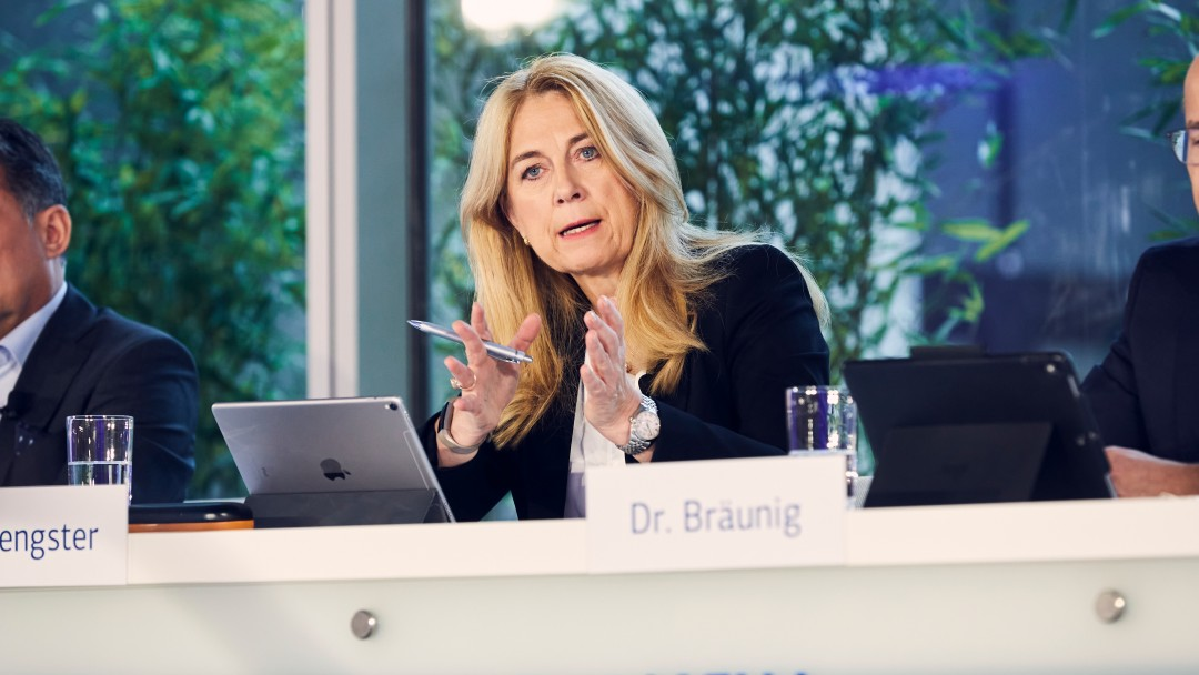 Dr. Ingrid Hengster während der Jahresauftaktpressekonferenz 2020