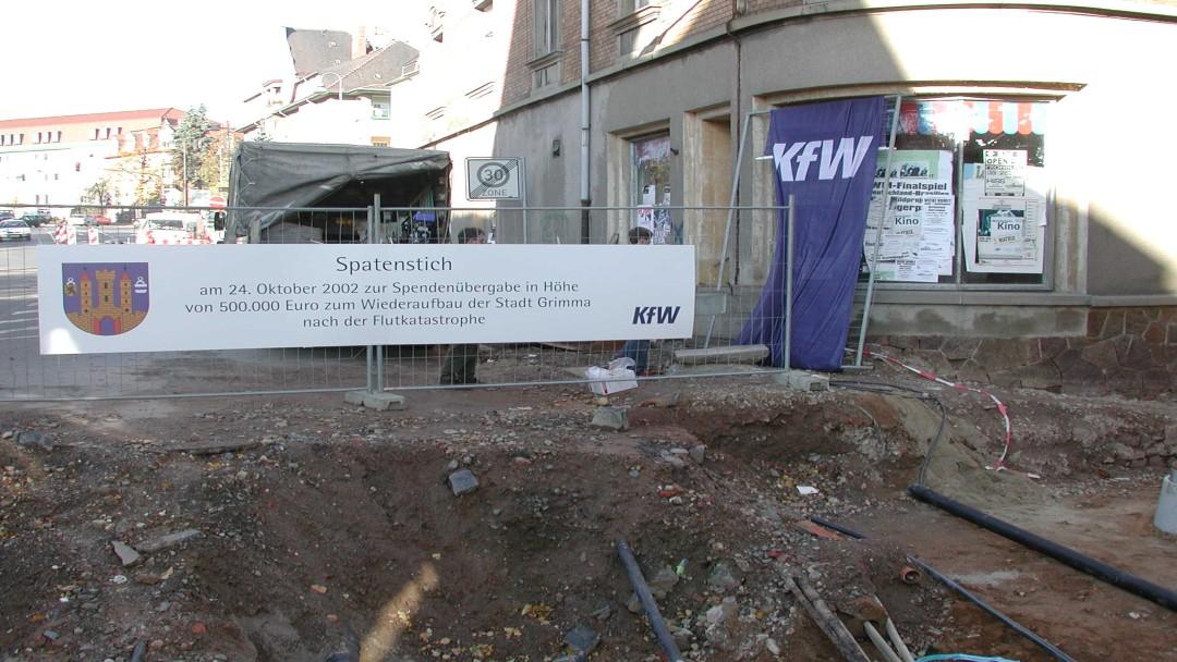 Am 24. Oktober wurde in der vom Hochwasser besonder geschädigten Stadt Grimma eine Spende der KfW in Höhe von 500.000 Euro übergeben