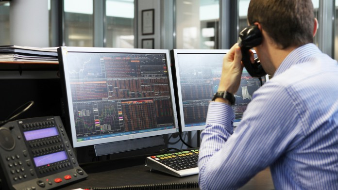 Traders at the computer in the trading room of KfW